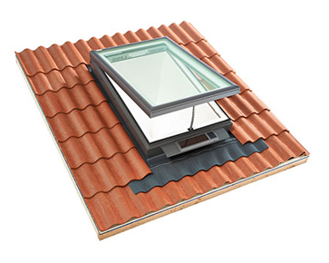Velux Vcs Curb Mounted Venting Solar Powered Skylight From